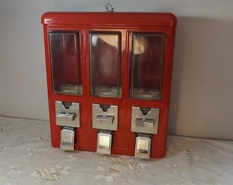 Distributeur bonbons. Métal. Gumball machine. Vintage. France