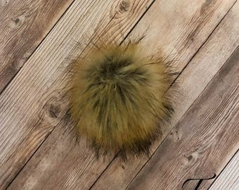 Fake Raccoon Fur Pom Pom, Faux Fur Pom Pom, Medium Pom Pom for Hat / Toque, Cruelty Free Craft Supply, Pom Pom for Keychain / Purse