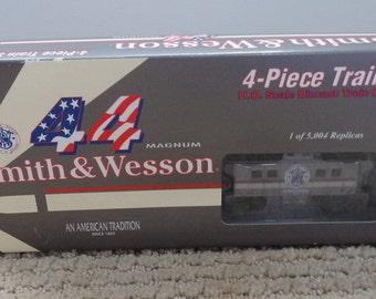 1990s Smith & Wesson 4-Piece HO Scale  Locomotive Train Set NIB Man Cave