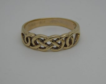 Yellow Gold Celtic Band - 375 - 9ct yellow gold