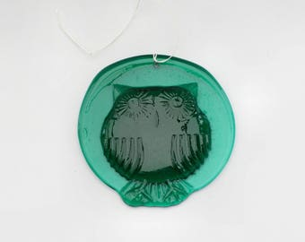 Lovely vintage retro Suncatcher in green glass with cute Owl. Made in Sweden Scandinavian