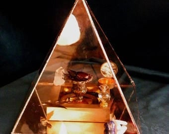 Cabinet of curiosities pyramid