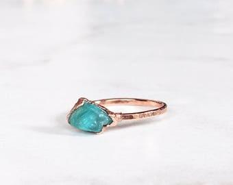 Rose Gold Crystal Ring, Petite Ring, Raw Apatite Ring, Pink Stackable Gemstone Ring, Raw Stacking Ring, Raw Blue Ring, Rough Gemstone Ring