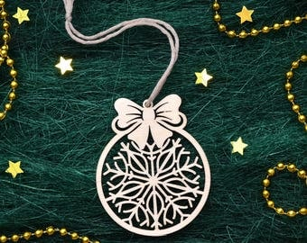 WOOD SNOWFLAKE ORNAMENT // Christmas Tree Decoration - Christmas Gift - Laser Cut Christmas Ornaments - Snowflake Decorations