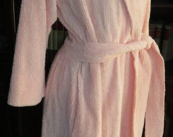An Old Fashioned LOVE AFFIAR ~~ Delicate Tickle Me Pink Chenille Robe ~  Soft and Feminine Flattering Vintage Chenille Bathrobe