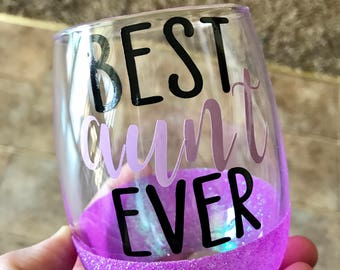 Best Aunt Ever glitter dipped stemless wine glass // best auntie ever // baby shower announcement // new aunt // best tia ever // Birth