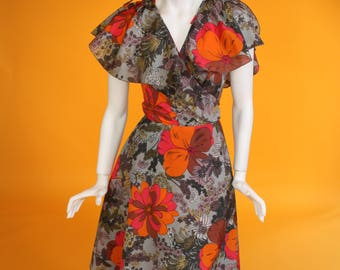 Vintage 1970s Grey and Orange Flutter Sleeve Floral Poppy Print Wrap-around, Layered Midi Cape Dress by 'C&A'. UK 10 US 6.