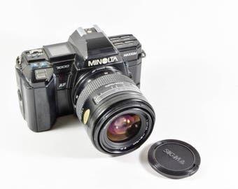 Minolta Maxxum 7000 w/ Sigma 28-70mm f/3.5 lens