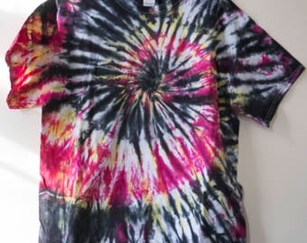 L Black and Red Spiral Tie Dye T-shirt