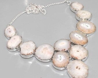 Necklace in silver and white solar agate. Bohemian necklace, boho-chic necklace, vintage necklace. Agate bib necklace. Bib