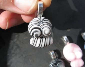 Glass skull pendant / black and white
