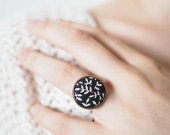 Large Adjustable ring with Rankenprint fabric