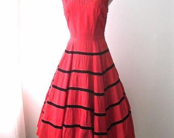 M 50s Cocktail Party Dress Full Skirt Red Satin Black Velvet Tiered Rhinestones Round Neckline Side Zipper Tank Medium