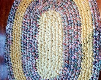 Toothbrush Amish knot oval rag rug