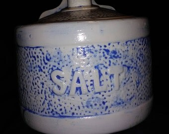 Hanging salt box