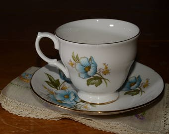 Queen Anne, Bone China, Teacup, and saucer, Blue Flowers, Gold Rimmed, England, 8618, Vintage