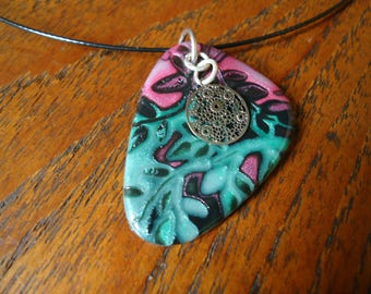 Necklace pink/green with a charm