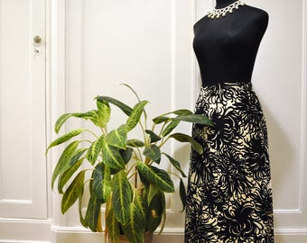 Long skirt with floral pattern