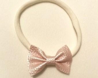 Mini pink bow