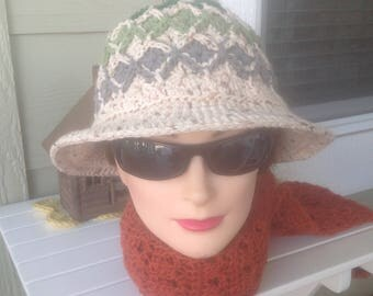 Crocheted hat with a brim in Bavarian Crochet Technique