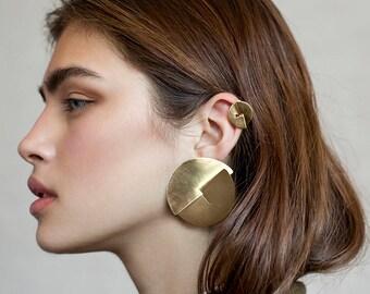 Mini Cookie earring / gold, gold ear climber, ear climber gold, ear crawler earrings, ear crawler gold, dangle climber earring, contour