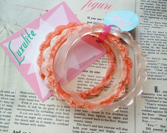 Set of Four Pink and clear Ice cream swirls  1940s bakelite inspired scalloped daisy marbled fakelite bangle bracelets by Luxulite