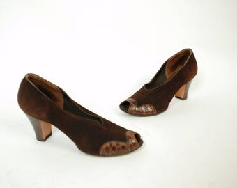 Vintage 1930s Shoes - Chic Chocolate Brown Suede and Reptile 30s Pumps with High Vamp, Peeptoe and Sleek Heels, Size 9.5 N
