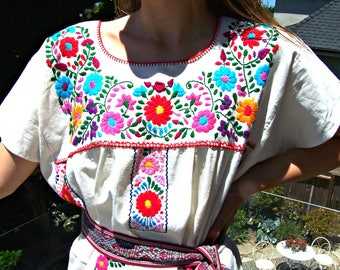 Mexican Dress, Ivory Mexican dress, Embroidered dress, Mexican Cotton dress, Frida Kahlo dress, size M/L