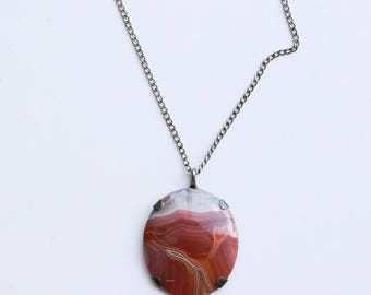 1940s red striped agate and silver pendant necklace / 40s vintage deep pink cabochon stone pendant / sterling and agate gemstone