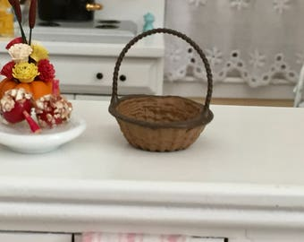 Miniature Round Basket, Wicker Look Painted Metal Basket, #966, Dollhouse Miniature, 1:12 Scale, Dollhouse Accessory, Crafts, Embellishment