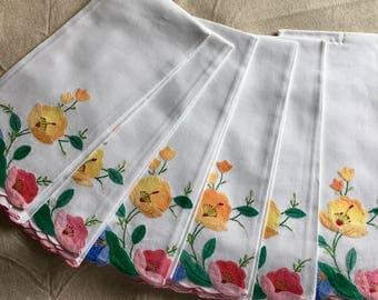 2 4 or 6 Vintage Appliqued Floral Madeira Guest Towels Set- B5