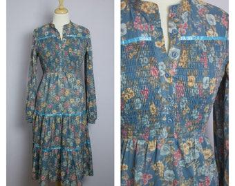 Vintage 1970's Dusty Blue Floral Long Sleeve Prairie Gypsy Midi Dress M