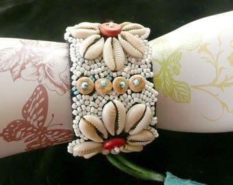 Beaded Seashell Bracelet w Suede Pull Closure Daisies
