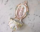 Antike französische Weihwasserbecken, Engel und Lamm Reliquiar wandtasche, Französisch Wandbehang katholischen Geschenk, Biskuit