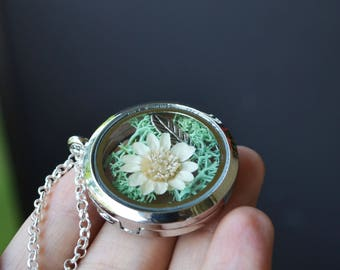 Glass Shadow Box Necklace, Glass Locket with Flowers, Moss Necklace, Spring Jewelry, Terrarium Jewelry, Terrarium Necklace, Canadian Jewelry