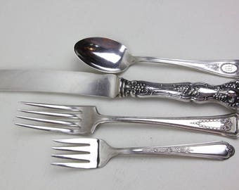 Antique 4-pc Mismatched Place Setting Silverware Silver Plate Flatware Mixed Mix and Match Monogram W Silverplate Patterns Set #60