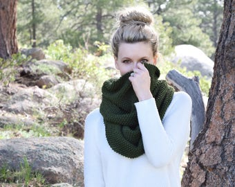Green Knit Infinity Scarf Womens Green Scarf / Knit Blanket Scarf Green Chunky Cowl / Fall Fashion Autumn Winter Warm Womens Accessory