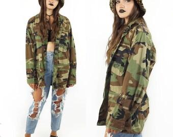 Camo 90s Button Down Field Jacket, 90s Grunge, Vintage Army Jacket, Men's Vintage, Unisex Size Medium Long