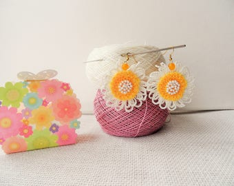 Crochet Earrings - Beaded Earrings - Linen Earrings - Dangle Earrings - Flower Earrings - Daisy Earrings