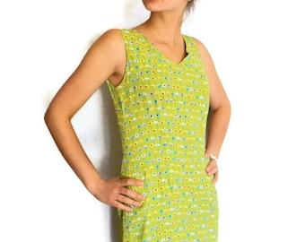 60s summer dress. Medium dress. Sheath dress. Floral dress. Garden party dress. Green yellow blue. Mad Men fashion. Vintage day drsess.