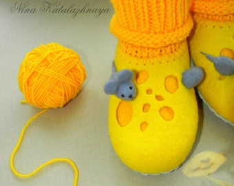 Felted baby Slippers CHEESE Felt slippers Baby house shoes Felted wool baby slippers Baby gift Yellow slipers Made to order
