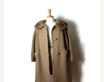 ON SALE Vintage Beige Wool  x Mink Fur Collar Swing Coat from 1960's*