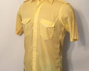 Vintage MENS 1960s Sero Shirtmakers yellow short sleeve shirt with epaulettes, size M