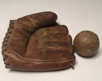 Antique Wilson  Ball Hawk Baseball Glove Model A2194 ca. 1941