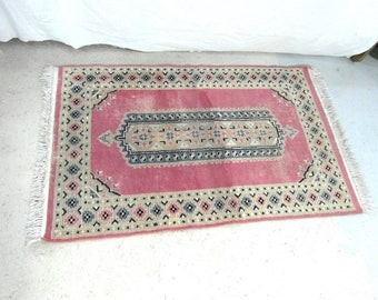Handmade Pakistani Wool Rug, 4.3 Ft X 2.6 Ft Or 132 Cm X 81 Cm