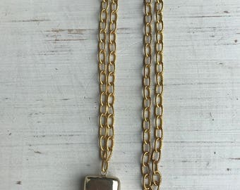 Agate Gemstone Horn Necklace on Gold Textured Chain