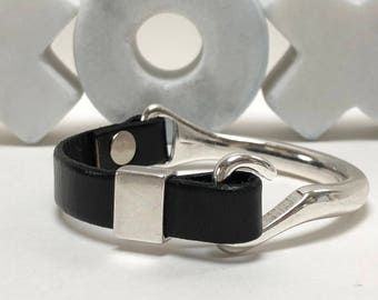 Black Leather Half Cuff Clasp Hook Bracelet, Antique Silver Clasp, Leather Bangle, Leather Bracelet, Black and Silver Leather