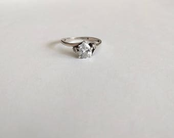 Avon sterling silver ring white pear shaped tear drop cubic zirconia wedding engagement size 8 1/4