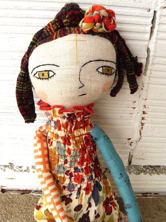 Art doll in cotton and linen, fabric hair. 32 cm.