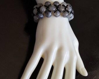 Handmade, beaded bracelet black and gray